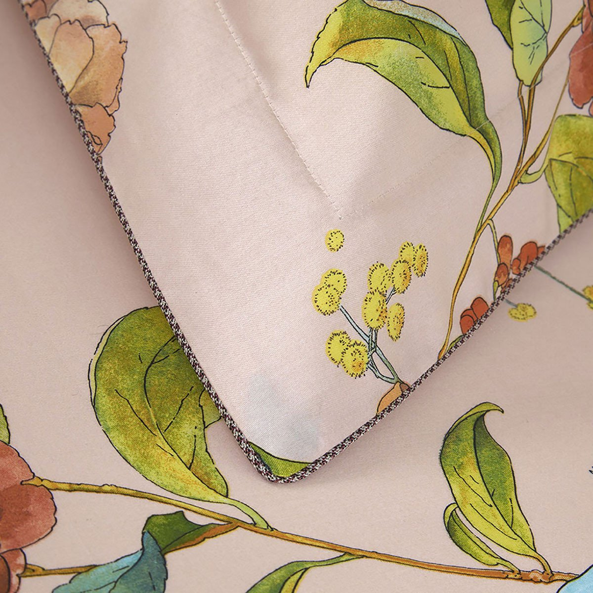 Fig Linens - Yves Delorme Bedding - Bagatelle Sham with Piping