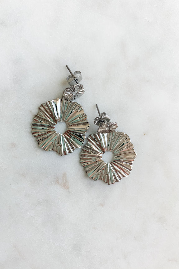 Metal Wreathe Shape Earring