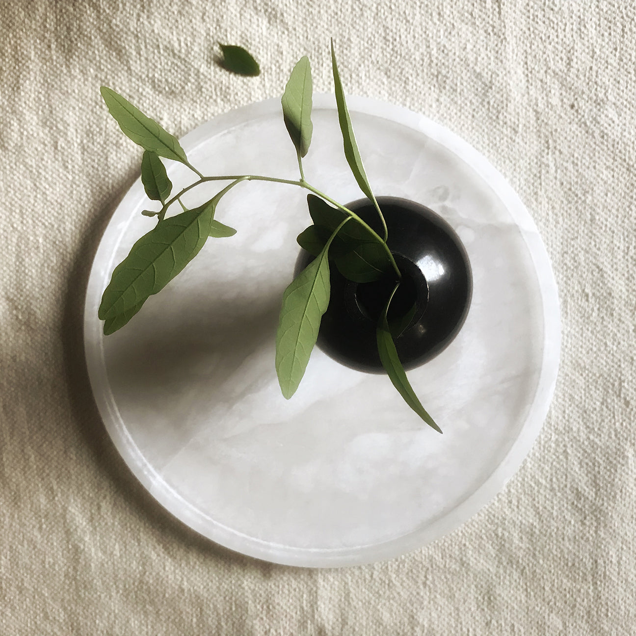 M+A NYC Alabaster Round Tray with Black Keyhole Vase
