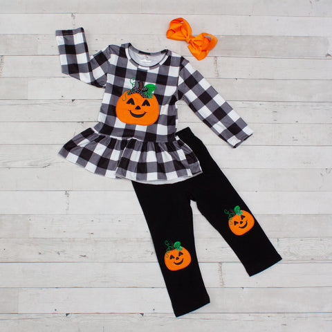 Black and White Checked Outfit with Pumpkin Design