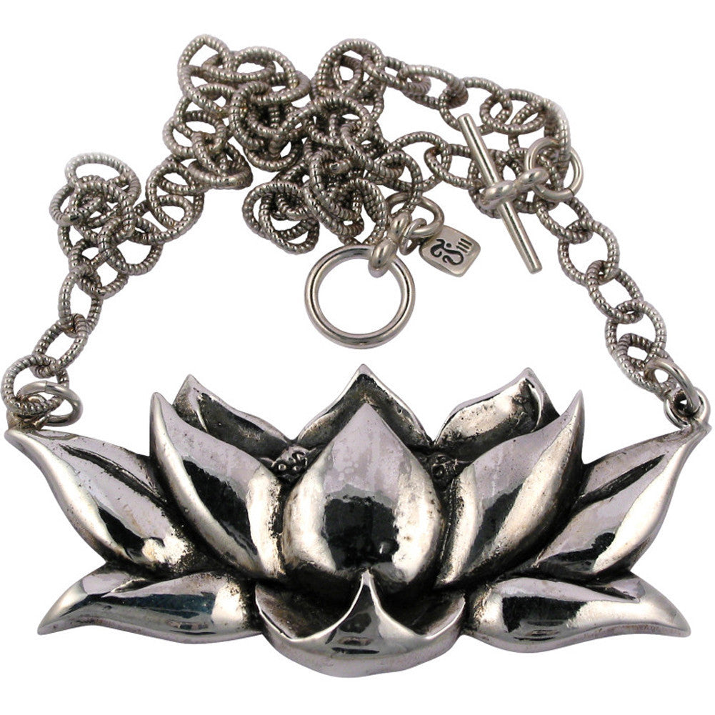 Femme Metale .925 Sterling Silver Lotus Necklace Flower