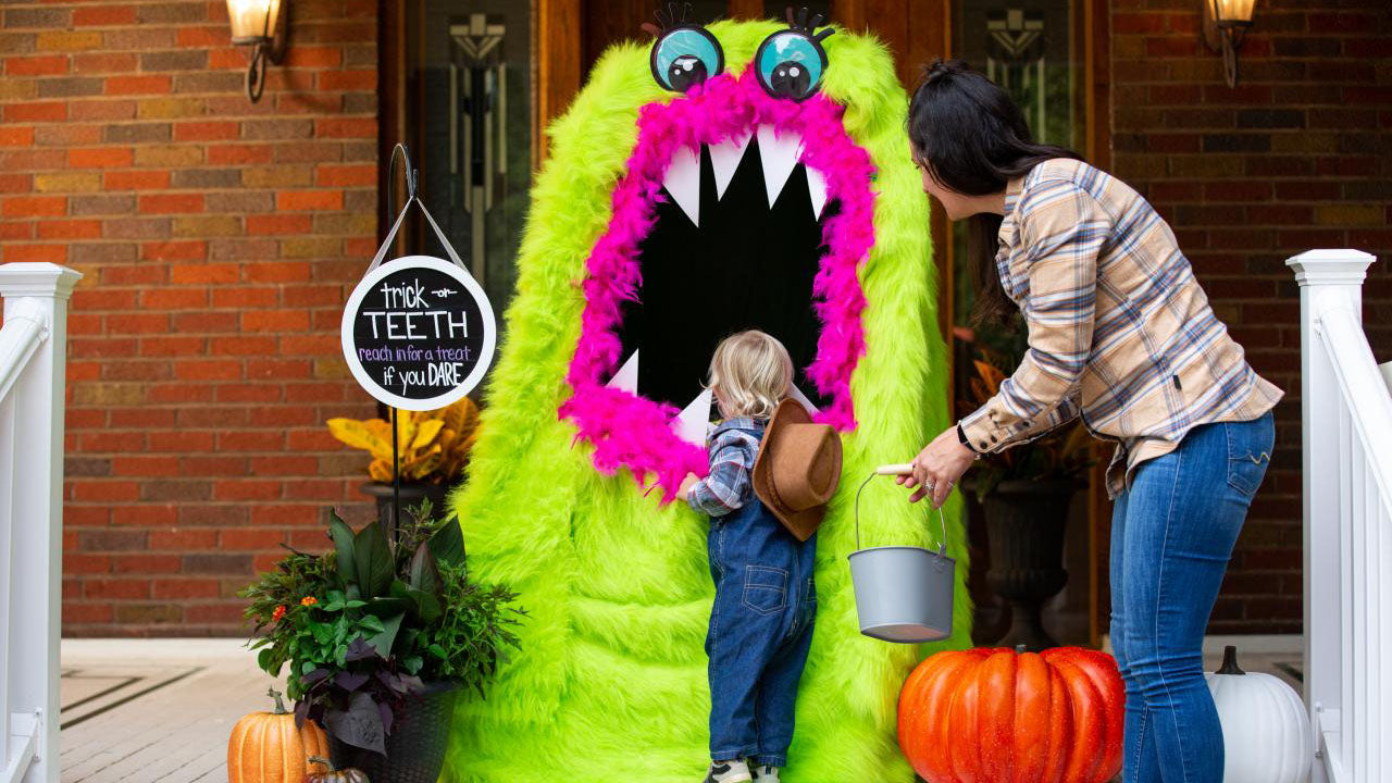 HGTV: DIY Monster Treat Stand