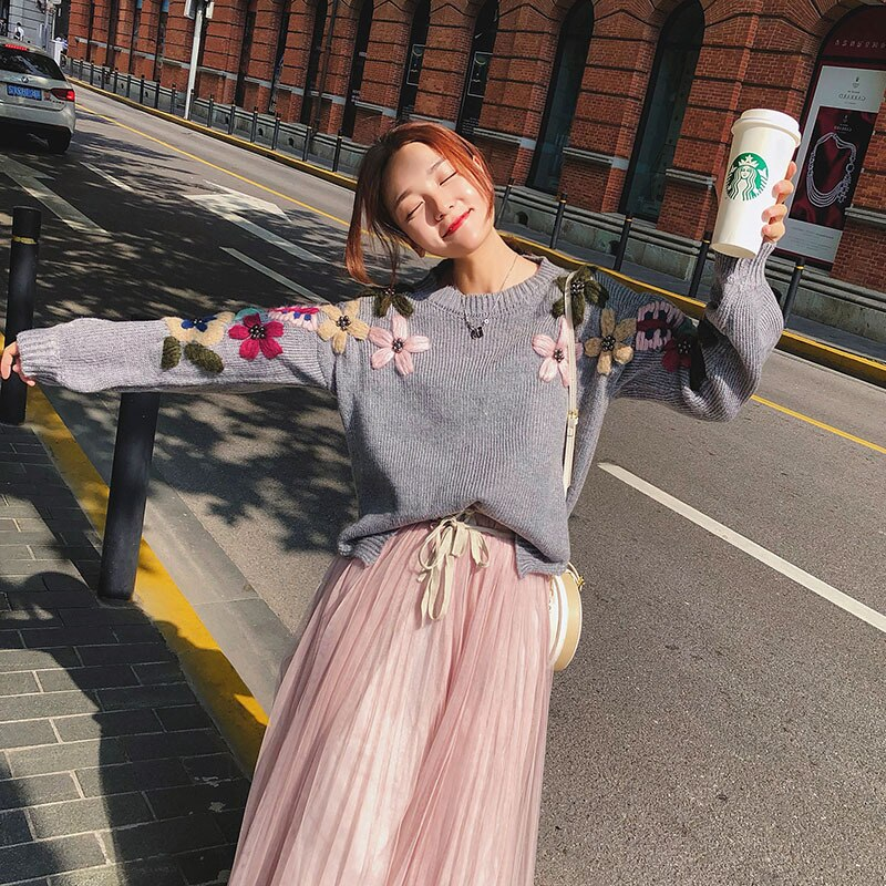 2019 New Fashion Pearl Winter Sweaters Woman Vintage Elegant Flower Embroidery Loose Pullover Sweater Female Jumper
