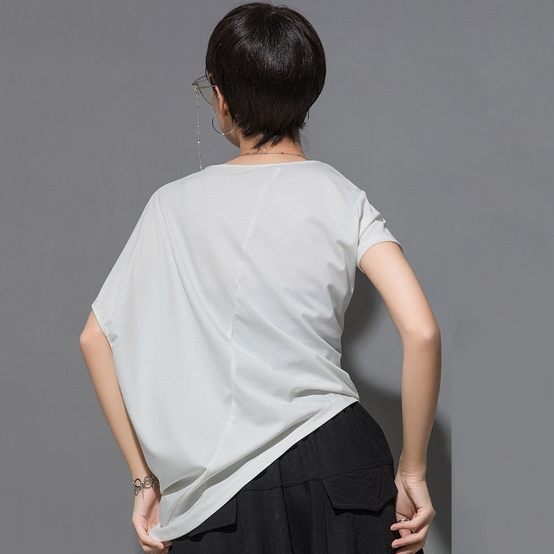 [EAM] 2020 New Spring Summer Round Neck Short Sleeve Black Irregular Fold Pleated Irregular T-shirt Women Fashion Tide JT616