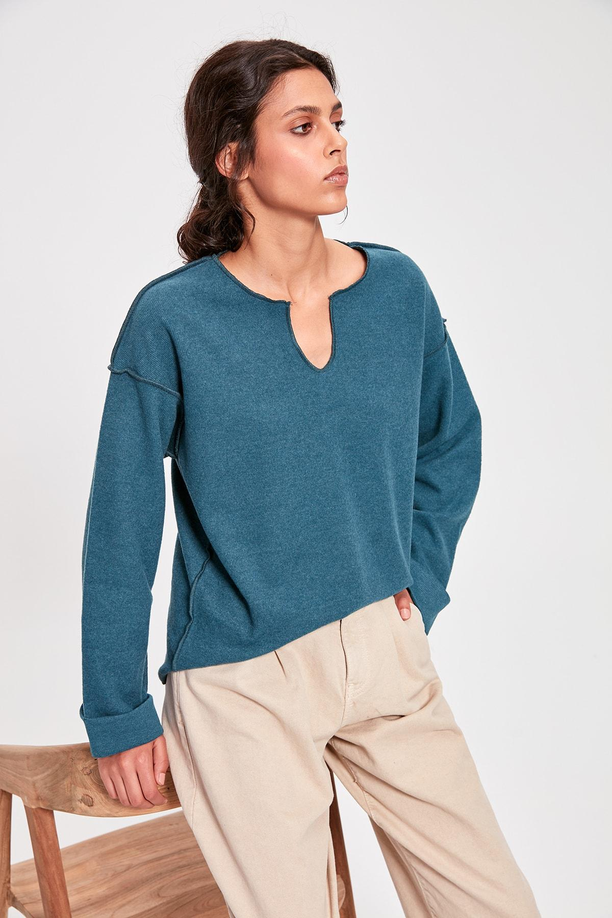 Petrol V Neck Knitted Blouse TWOAW20BZ0579