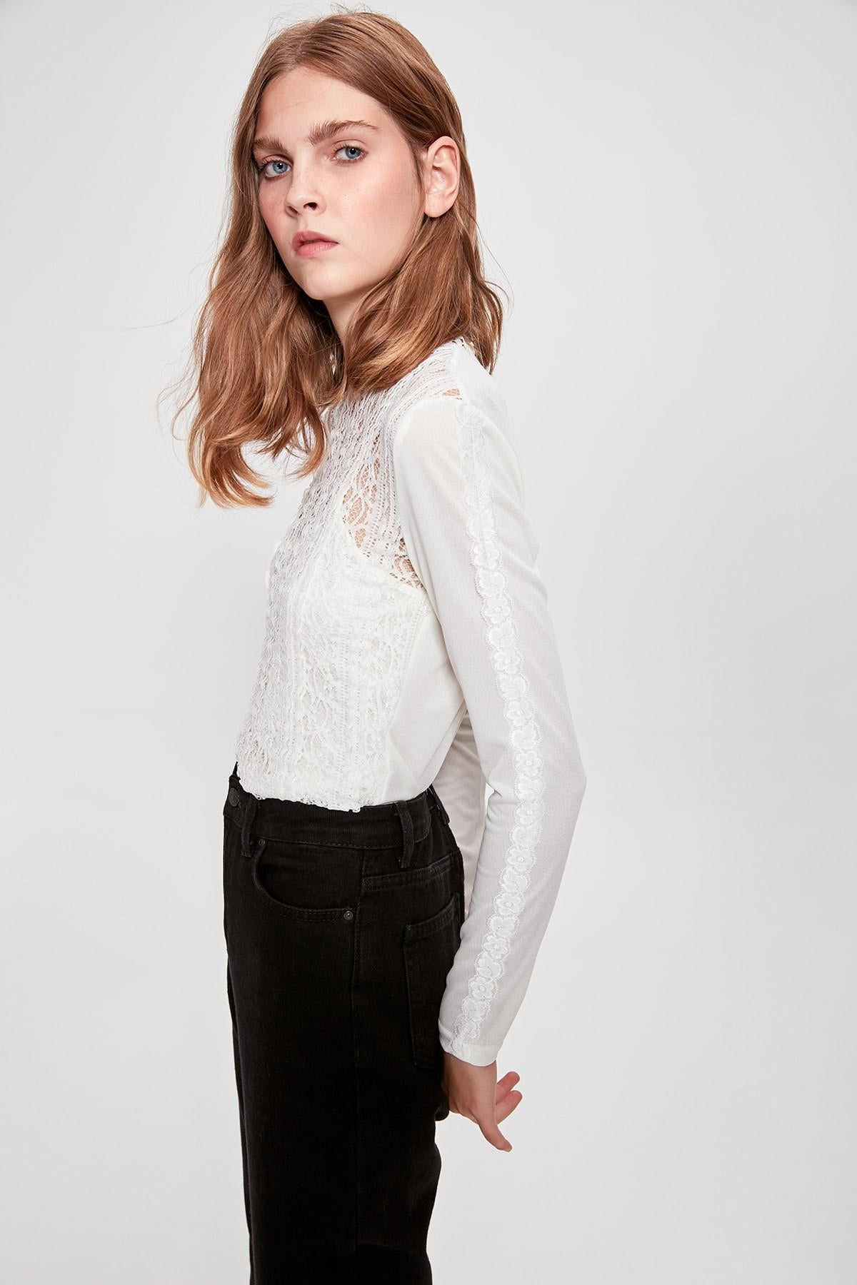 Raw White Ruched Knitted Blouse TWOAW20BZ0334