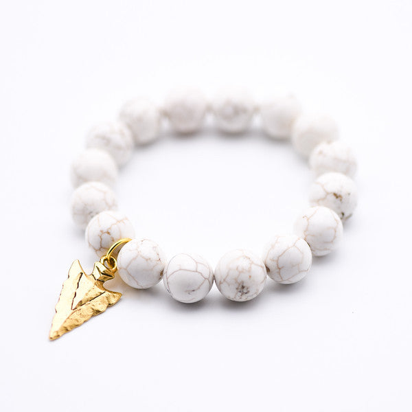 Howlite gemstone bracelet with gold hammered arrow, boho fashion