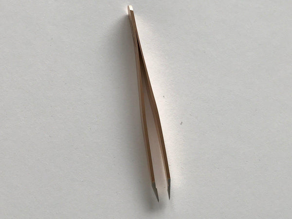 TWEEZERS FOR A WOMAN