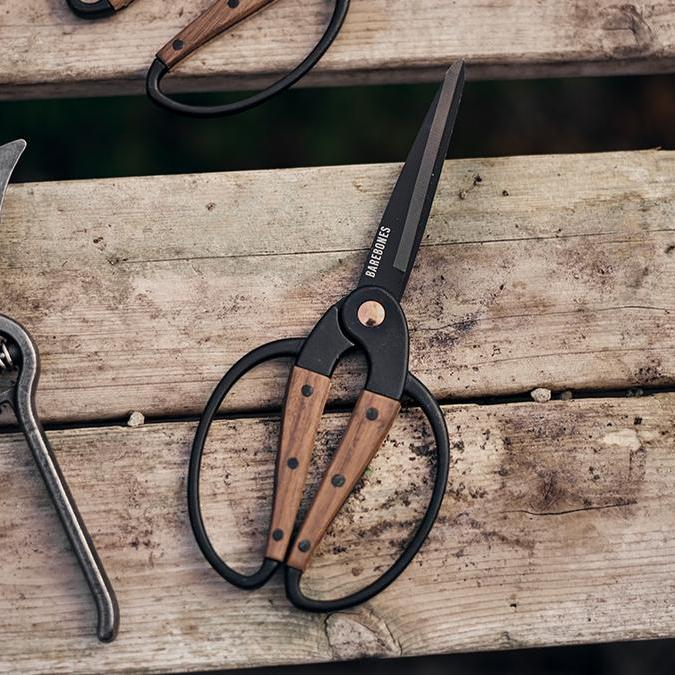 Walnut Gardening Scissors - Letterfolk