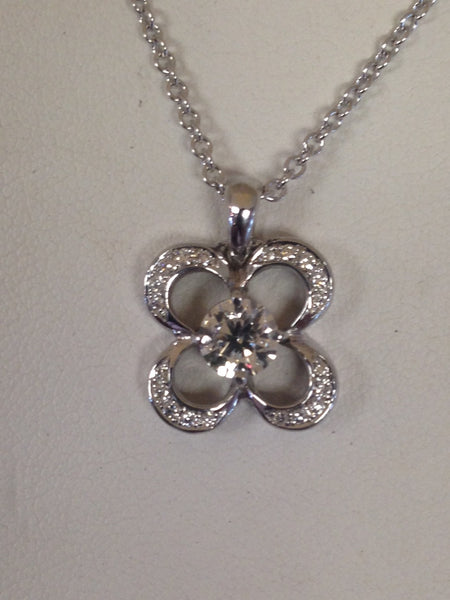 Clover Diamond Pendant With Center Stone