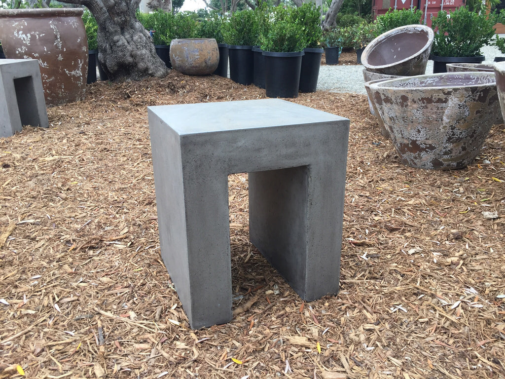 U End Table