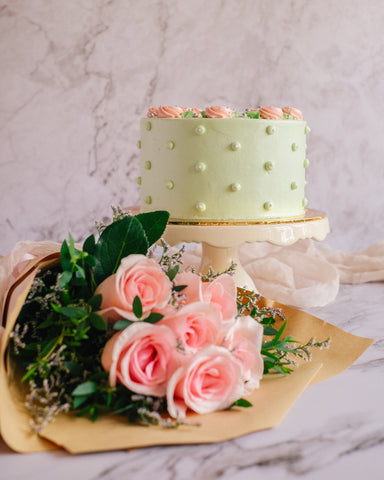 Pistachio Rose Cake Gift (Medium)