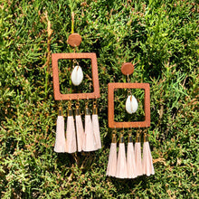 Load image into Gallery viewer, Summer wooden big earrings with raffia paper tassels and sea shells