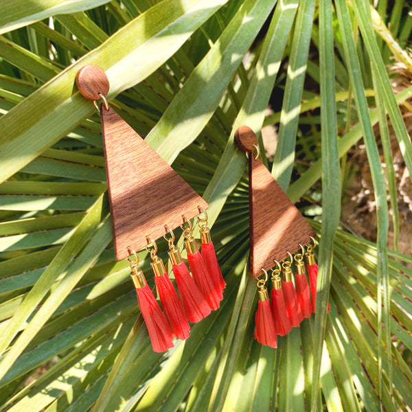 Big triangular wooden earrings on gold-plated base decorated with red raffia paper tassels