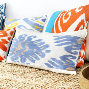 CREAM AND BLUE IKAT LUMBAR PILLOW COVER - Lemiché