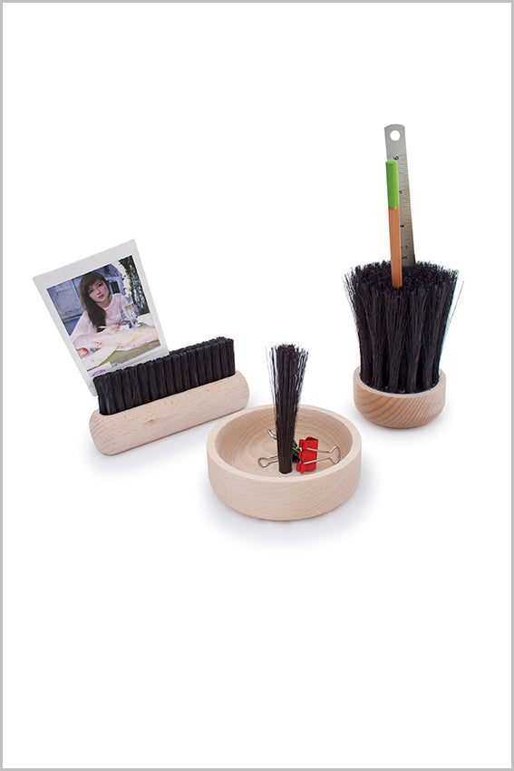 Pen holder, photo holder, brush, oak base