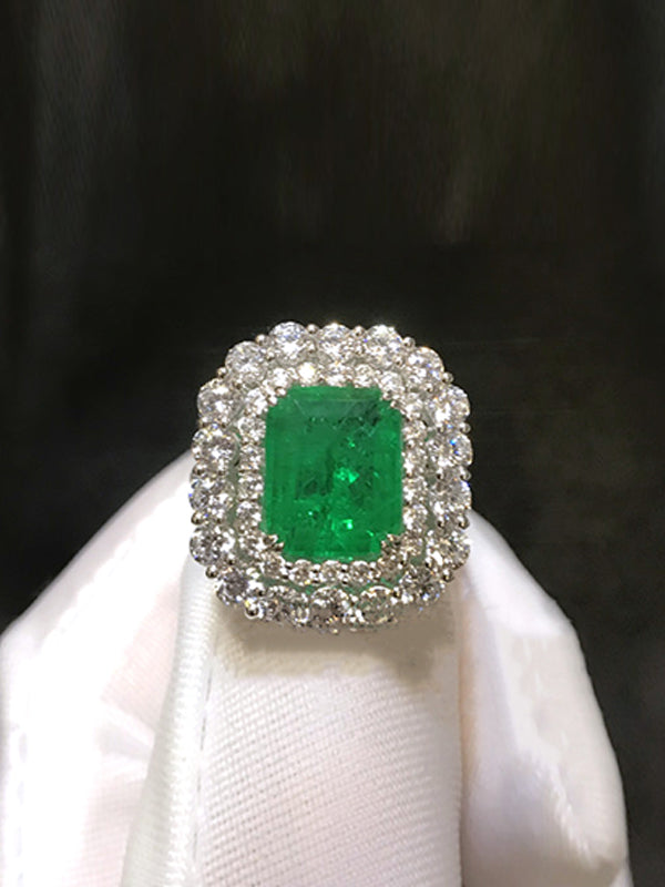 Rosie Pillow-shaped Emerald Ring in Duo Circle of Diamonds