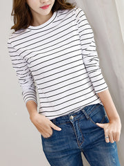 Minimal Neck Bottoming Knitwear with Stripes