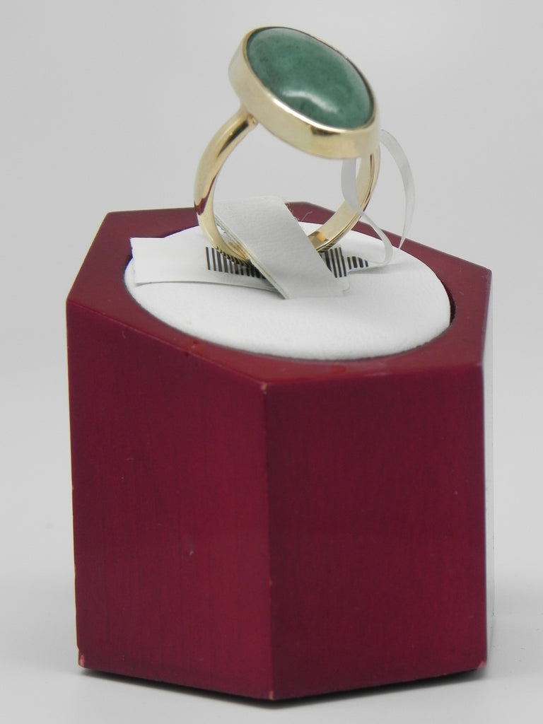 Oval Jade Woman Ring 14K Yellow Gold