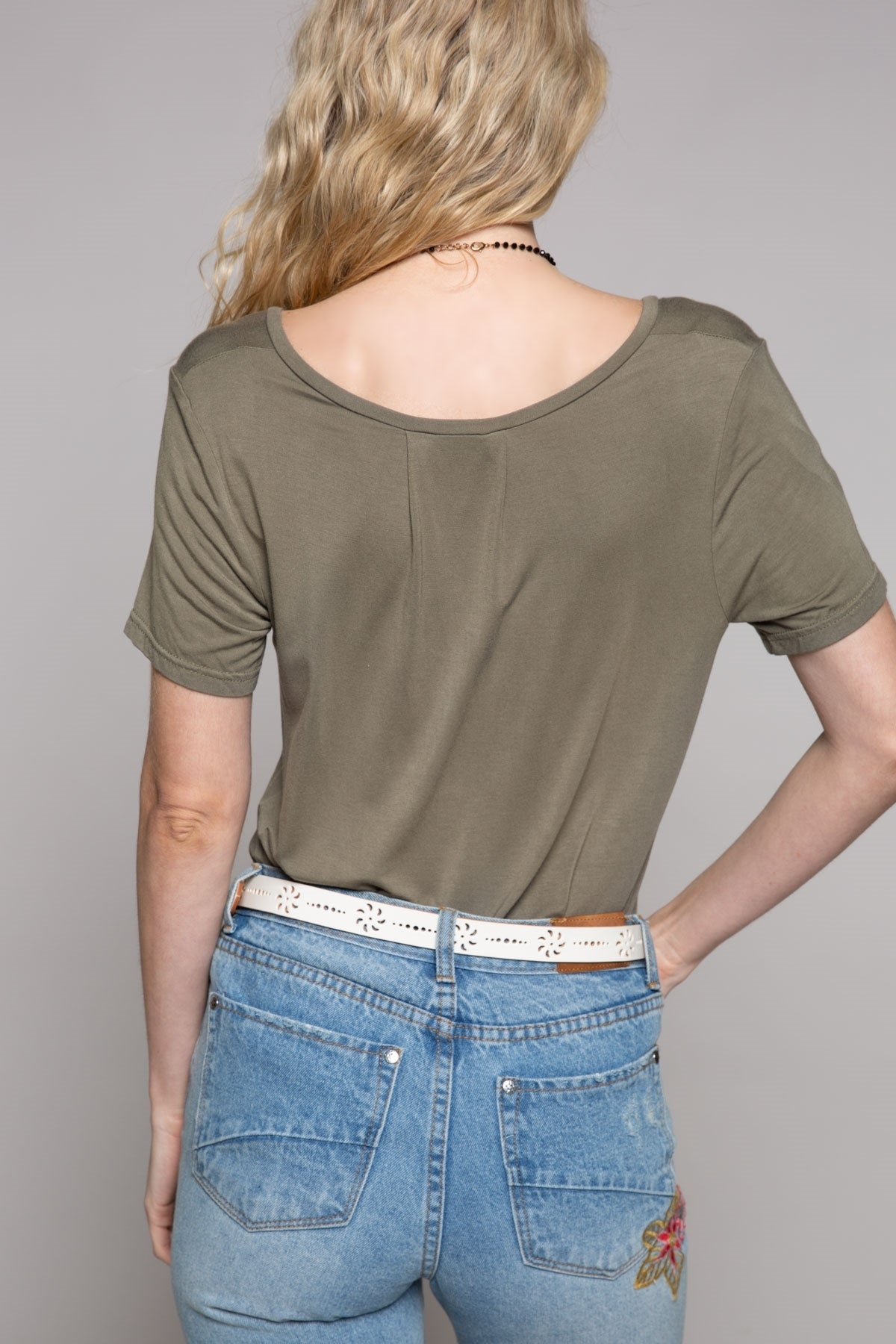 Bebe V Pocket Tee in Vintage Olive