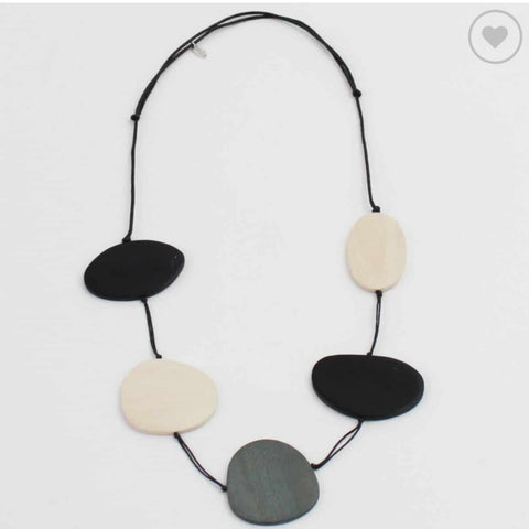 Sylca Necklace: Avery Statement Black & White