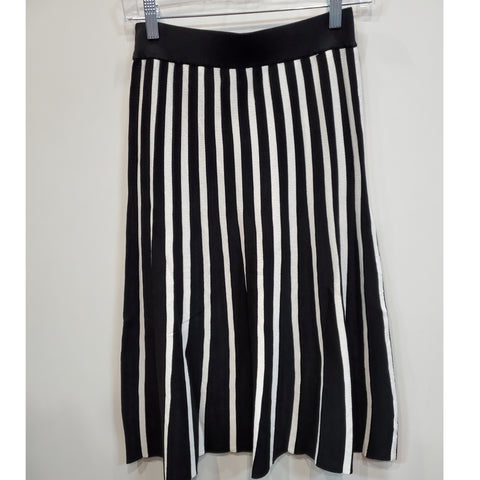 Stripe Knitted Skirt by Ivee: Black/ White