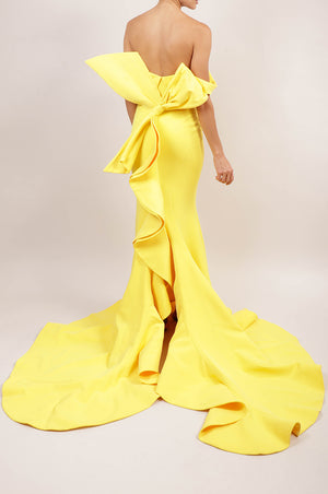 Vestido off the shoulder amarillo