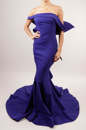 Vestido off the shoulder azul rey