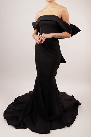 Vestido off the shoulder negro