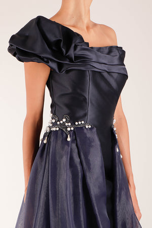 Vestido off the shoulder organza