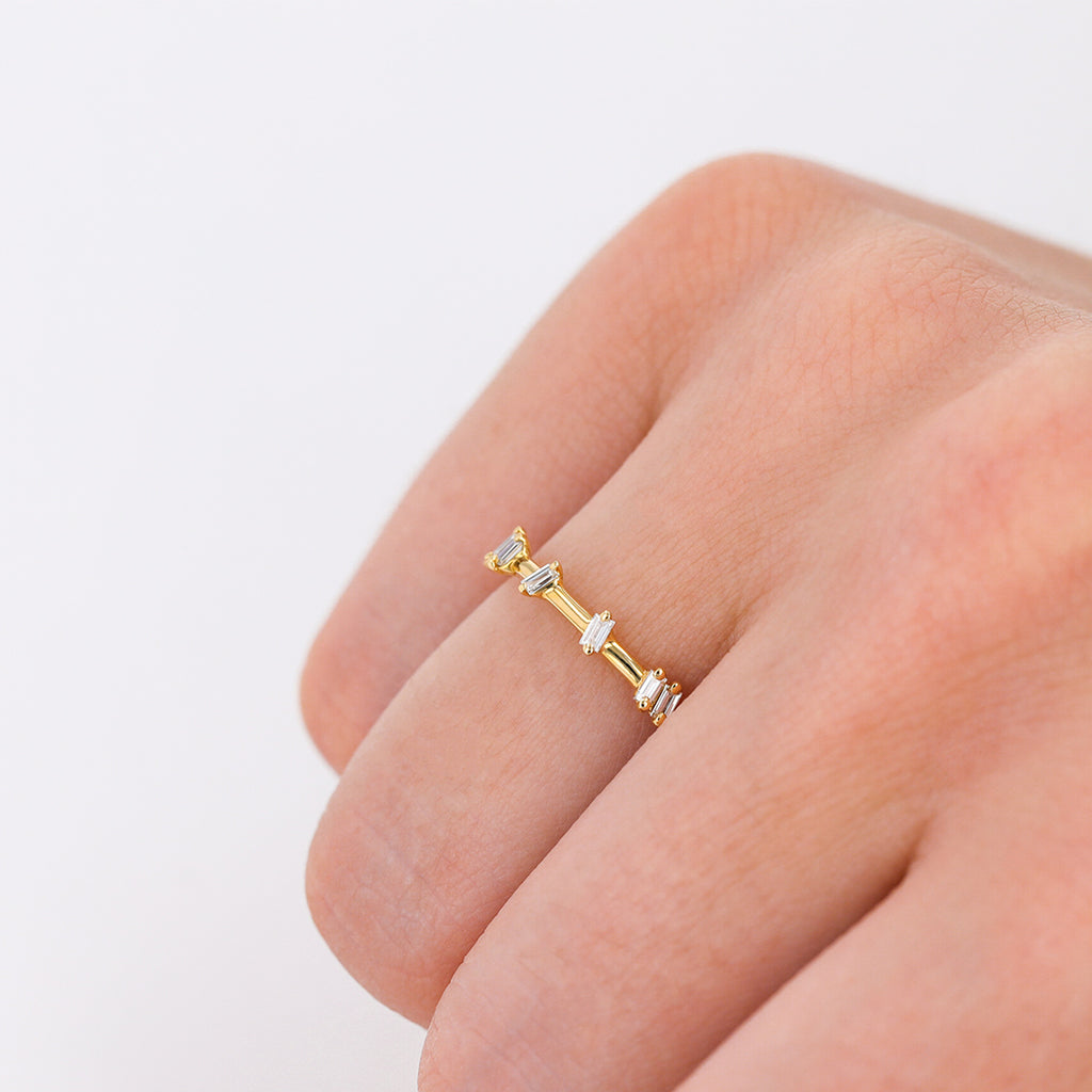 18K YELLOW GOLD WHITE DIAMOND BARB BAND