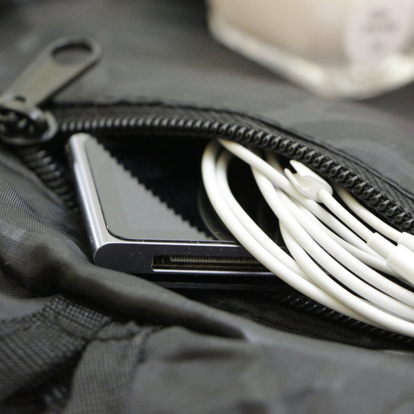 Lay-n-Go COSMO mini essentials bag features an inside zippered pocket