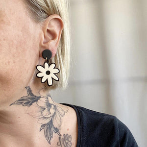 Sigfus Daisy Earrings - Black & Cream