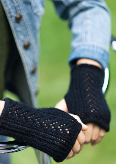 Woman wearing fingerless mitts