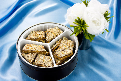 Gifts - Linders Semi Sweet Fancy Toffee Tin