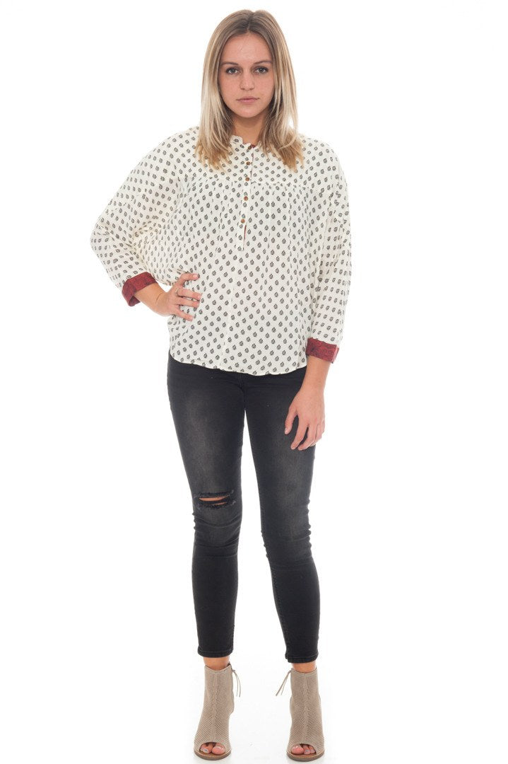Shirt - Patterned High Low Top with a Cropped Sleeve