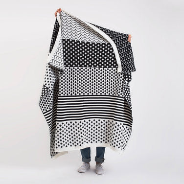 Manta Blanket - Black and White