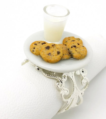Milk and Chocolate Chip Cookies Ring - Bakery Charms - 1