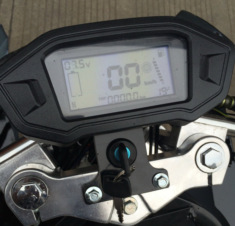 Super Pocket Bike x19 Pocket Rocket 110cc digital speedometer in mph and kmh settings. Battery life and speed / gas indicator with mileage revealed.