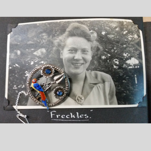 Freckles brooch
