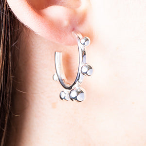 SILVER HOOP MODERN EARRINGS WITH SPHERES ON OUTERSIDE
