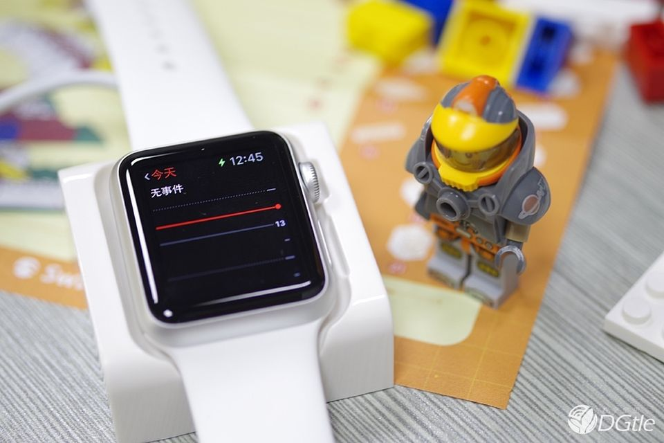 SwitchEasy Blocks Apple Watch/ iPhone Charging Stand