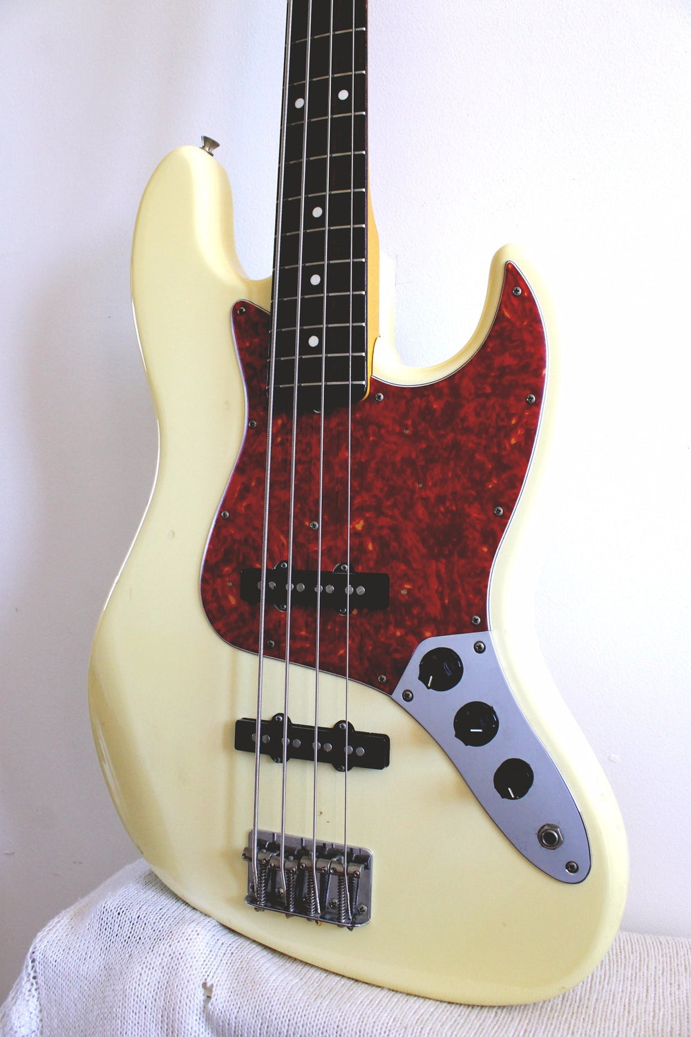 Used Fender Jazz Bass '62 Reissue Aged Vintage White