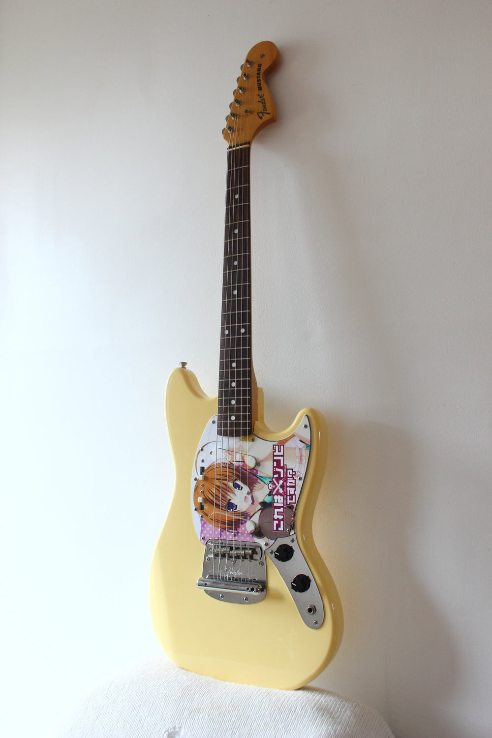 Fender '69 Reissue Mustang Yellow-White Anime Graphics 2004-052004