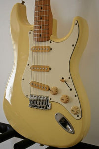 Used Fender Stratocaster '72 Reissue Yellow-White