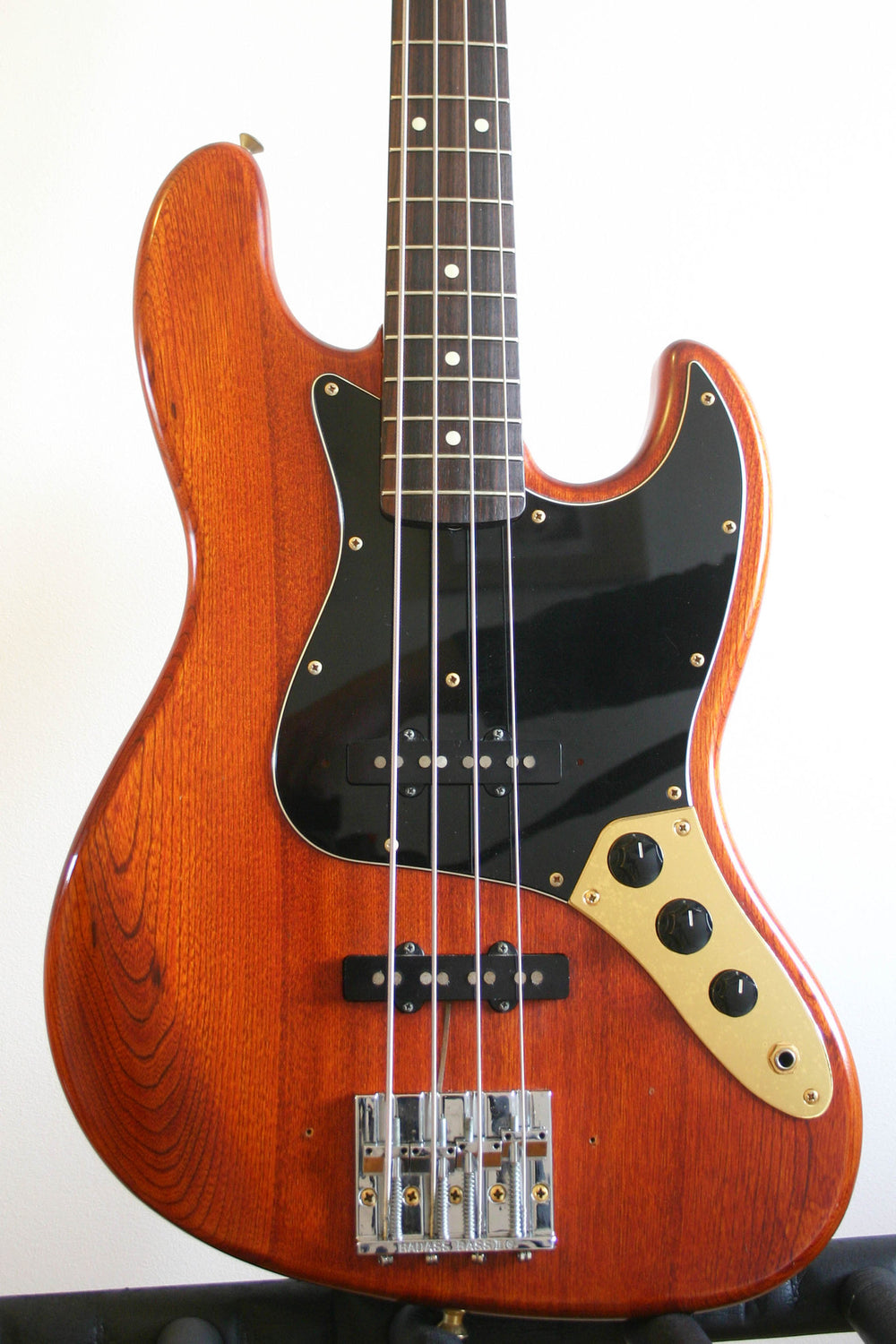 Used Fender Jazz Bass 62 Reissue Walnut Gold Hardware