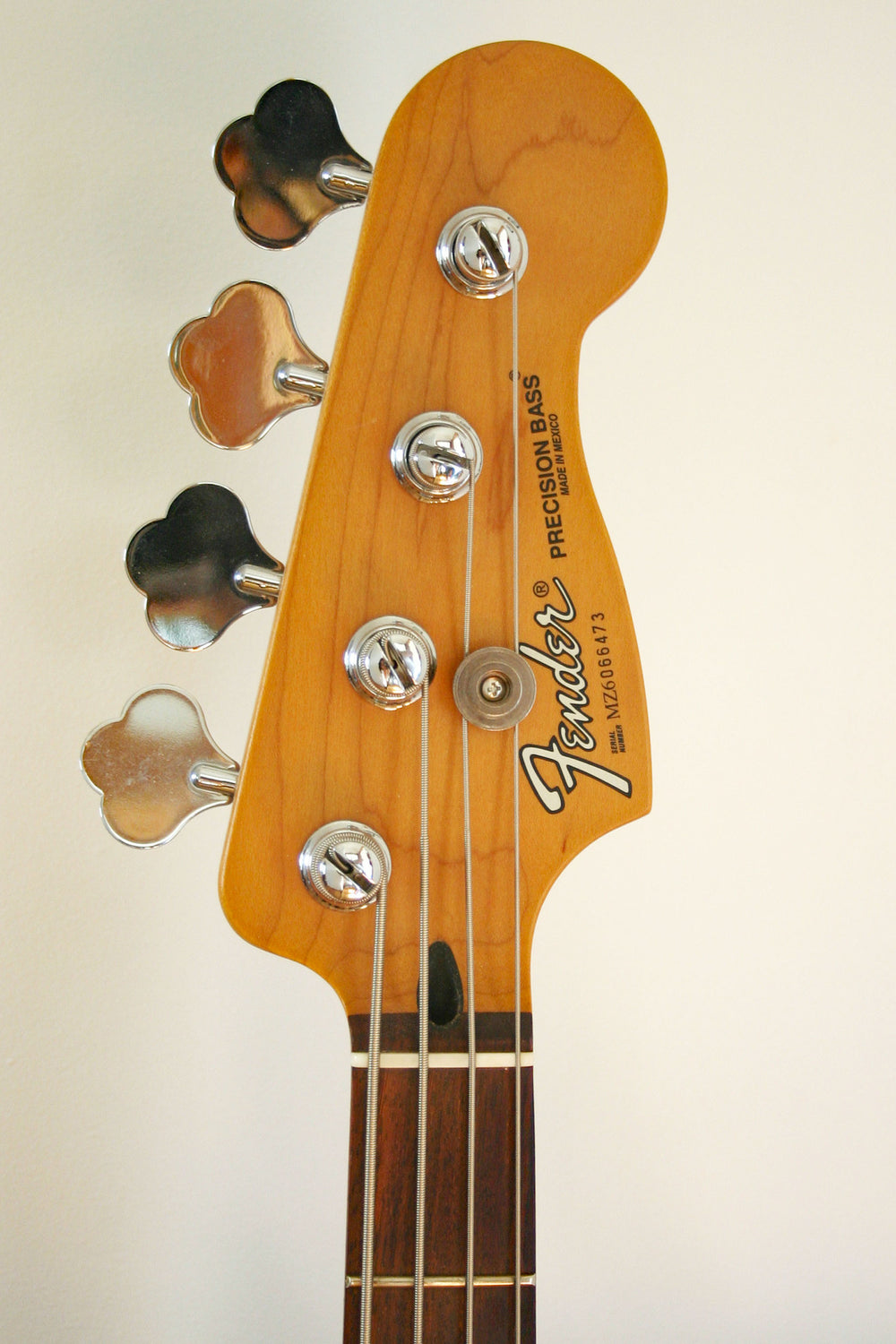 Used Fender Precision 60th Anniversary Blizzard Pearl