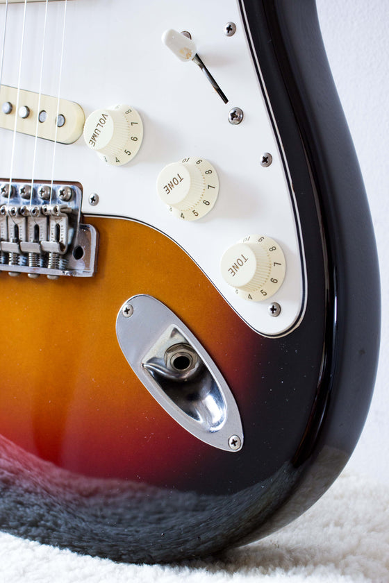 Fender Japan '62 Reissue Stratocaster ST62-53 Sunburst 1993