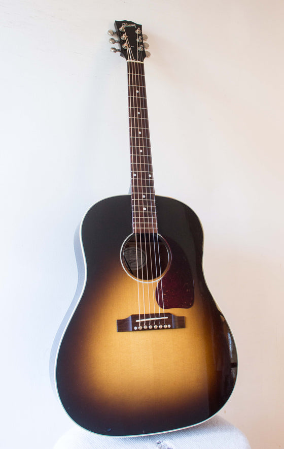 Gibson J-45 Standard Sunburst Dreadnought 2010