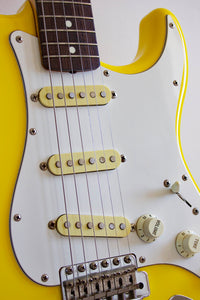 Fender '62 Reissue Stratocaster Rebel Yellow 1986